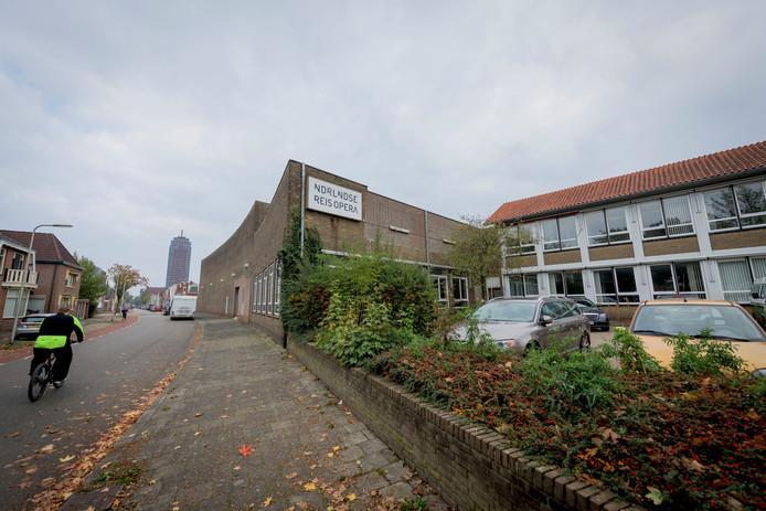 Met de ontmanteling van de oude fabriek van de Boeren Arbeiders Textiel Onderneming wordt morgen begonnen.