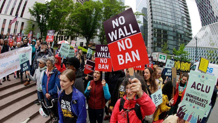 Demonstranten tijdens een protest tegen het voorgenomen inreisverbod van Trump, half mei in Seattle. Beeld ap
