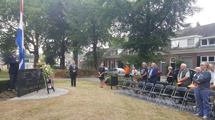 De Indië-herdenking bij het monument in het Lievevrouwepark in Vught.