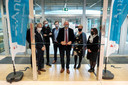 Drie jaar na de eerste steenlegging wordt de nieuwbouw van avAnt Provinciaal Onderwijs in Deurne feestelijk geopend. Het nieuwe gebouw is een architecturaal hoogstandje geworden. Gedeputeerde Luk Lemmens knipt het lintje.