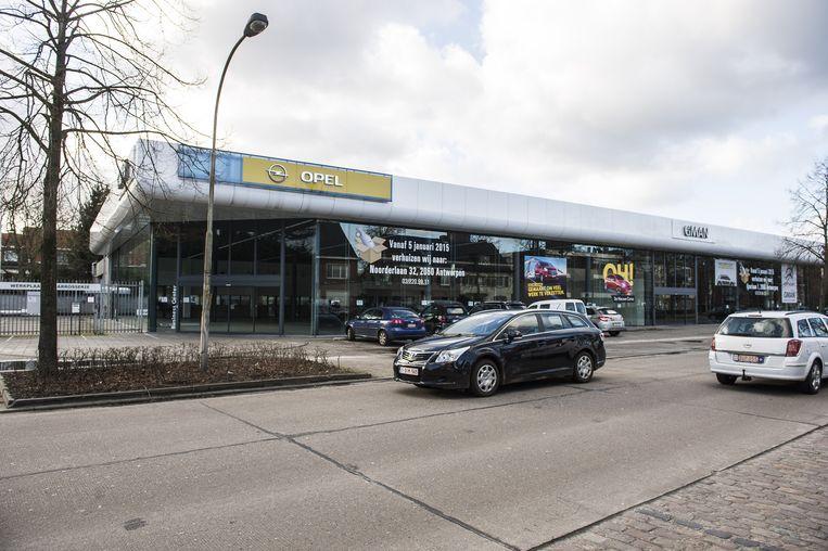 De Opel-garage in Brasschaat zou mogelijk de nieuwe Albert Heijn-winkel kunnen worden.