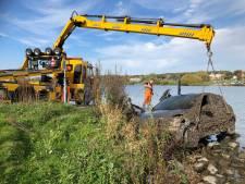 Auto uit de Rijn gevist tussen Lienden en Rhenen