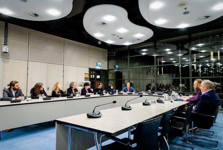 Onderwijspersoneel en politici bij het gesprek in het Tweede Kamergebouw. Beeld ANP
