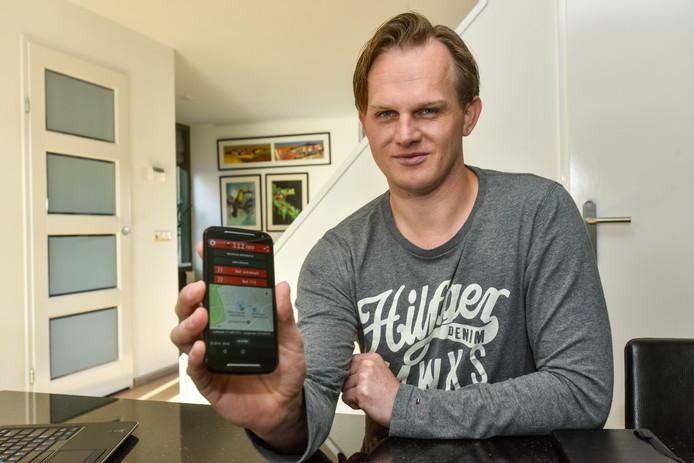 Erik Blaauw heeft een app bedacht waarmee mensen, die in geval van nood 112 bellen via de app, ook meteen een locatie op hun scherm krijgen.