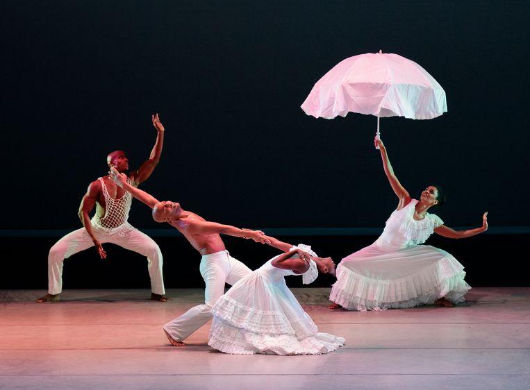 Revelations van Alvin Ailey door het Alvin Ailey American Dance Theater. Beeld Paul Kolnik