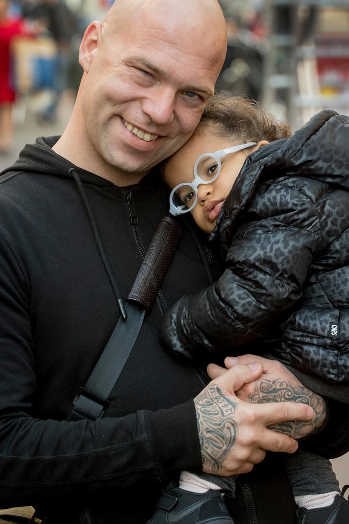 Pascal van Maren met zijn dochter Zina.