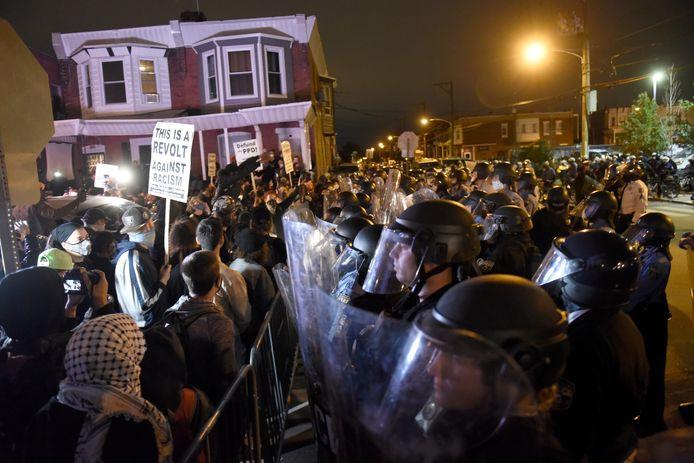 De onlusten barstten uit nadat de politie een zwarte man had doodgeschoten.