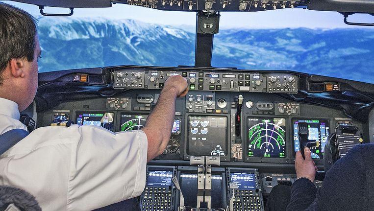Vluchtsimulator Boeing 737 bij pilotenopleiding EPST. Beeld Guus Dubbelman / de Volkskrant
