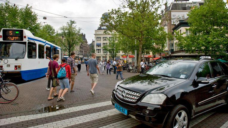 Na de herinrichting keren de taxi's niet terug op het Leidseplein. Bewoners van de nieuwe locatie op het Leidsebosje vrezen overlast en onveilige toestanden Beeld ANP