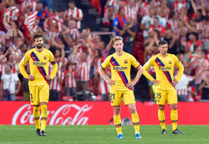 De Jong, midden, na de tegengoal van Bilbao.