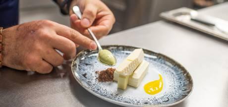 Restaurant The London serveert dessert in de vorm van Havenhuis