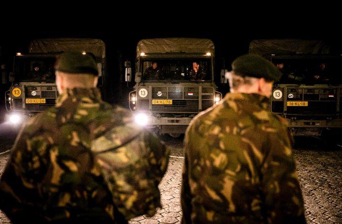 De militairen komen aan op Schiermonnikoog.