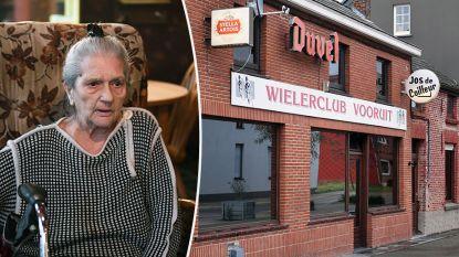 Cafébazin (83) lapt al jaren rookverbod aan haar laars: 8.000 euro boete