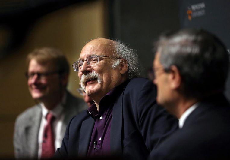 Duncan Haldane houdt een speech voor Princeton University nadat bekend werd dat hij de Nobelprijs voor de natuurkunde heeft gewonnen Beeld ap