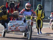 Motor met zijspan 'uit de bocht' bij intocht Sinterklaas Lith