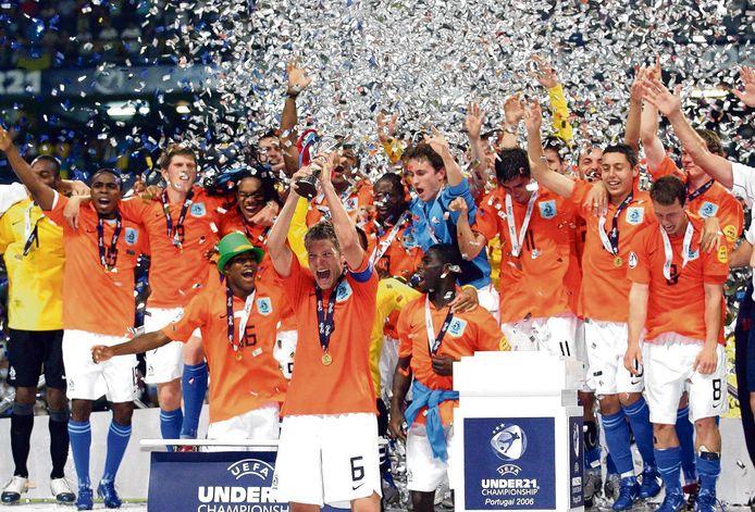 De spelers van Jong Oranje vieren feest na winst in de finale van het UEFA EK voetbal onder 21 tegen Jong Oekraine.