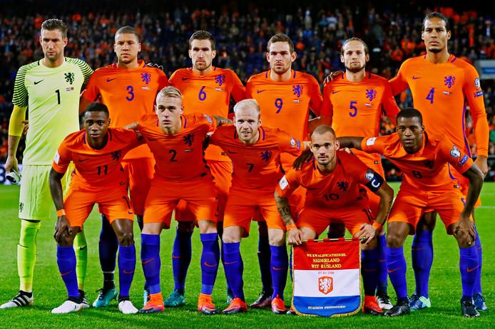 Het Nederlands elftal zag er in 2016 héél anders uit.