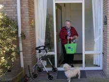 Blije gezichten bij 'coronaverrassingstas' in Heusden: 'Ik ben blij met deze aandacht'