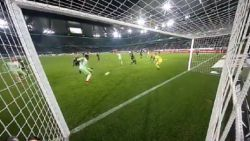 VIDEO: Wat een enorme misser! Origi laat het op onbegrijpelijke wijze na om Wolfsburg de zege te bezorgen