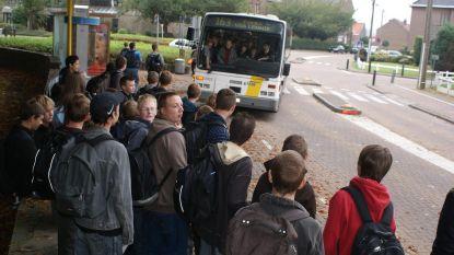 Tiener zwaait met pistool op bus van De Lijn