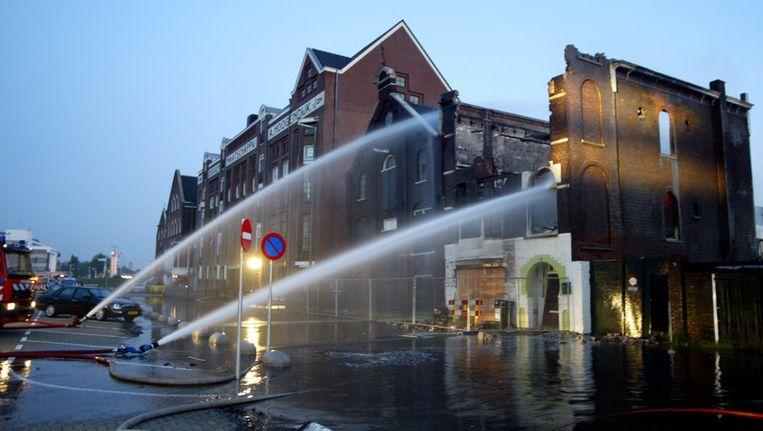Een gebouw in Vlaardingen met op de eerste verdieping een Turks gebedshuis nadat het in vlammen opging.(Archief 2006) ©ANP Beeld