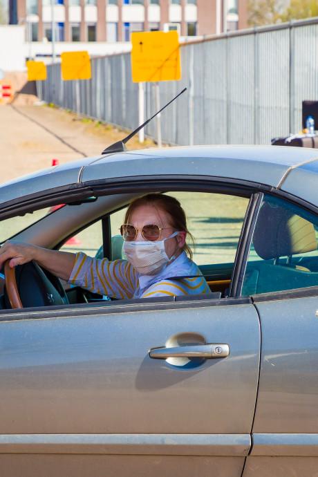 Coronatest vanuit de auto: 'Ik wil gewoon weten of ik besmet ben'