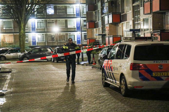 De politie doet onderzoek aan de Socratesstraat, Rotterdam.