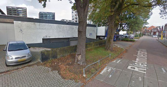 Het gebied achter de Action aan de Rietmolenstraat in Enschede waar de schreeuwende vrouw gehoord is medio september.