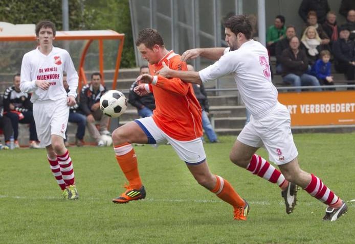 Wesley Mortier (l) scoorde zondag namens WAVV. Archieffoto Henk Rodrigo