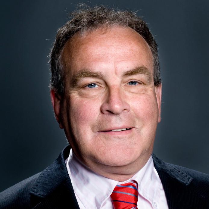 Wethouder Cees Oosterom stelt dat het bij Vlaardingen Werkt een financieel zooitje onder leiding van sociaal ondernemer Eric Dijkhuizen.