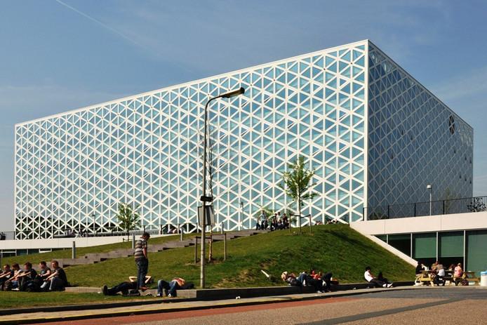 Het X-gebouw van hogeschool Windesheim.