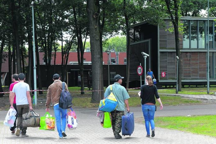 Juni dit jaar arriveerden de eerste asielzoekers in het nieuwe AZC in Overloon.