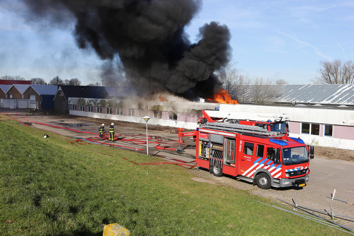 De brand van maandag 25 februari bij bouwbedrijf Villaforte in Woudrichem.