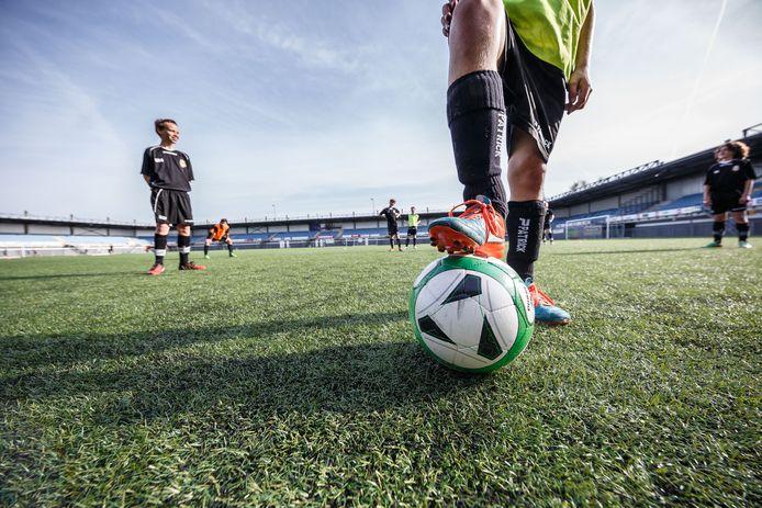 Kunstgras in het Herstaco-stadion in Roosendaal.