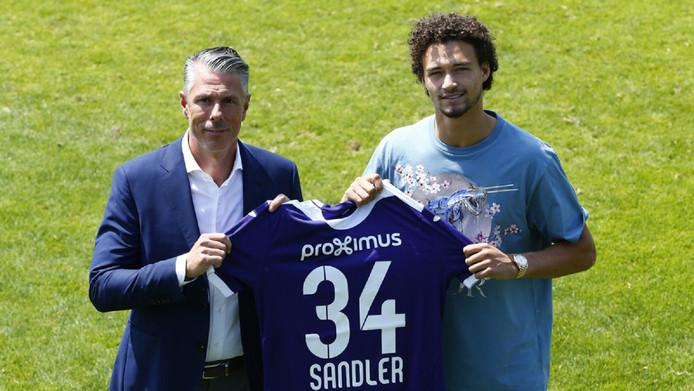 Formé à l'Ajax, Sandler a fait ses premiers pas en tant que professionnel avec le PEC Zwolle avant de rejoindre Manchester City en juillet dernier.