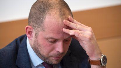 """""""Hallucinant, Francken heeft zijn beleid uitbesteed"""": onduidelijkheid over Aalsterse lijst humanitaire visa houdt aan"""