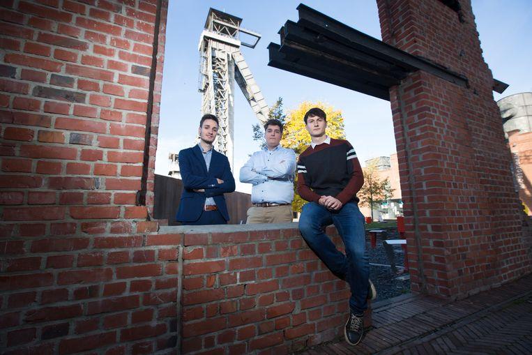 Jannes, Michiel en Laurens, drie jonge ondernemers uit Genk, lanceren een online platform om stilstaande bouwmachines uit te lenen.