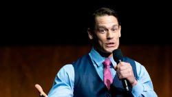 """John Cena telt 448.000 euro neer voor brandweer van Californië: """"Het zijn helden"""""""