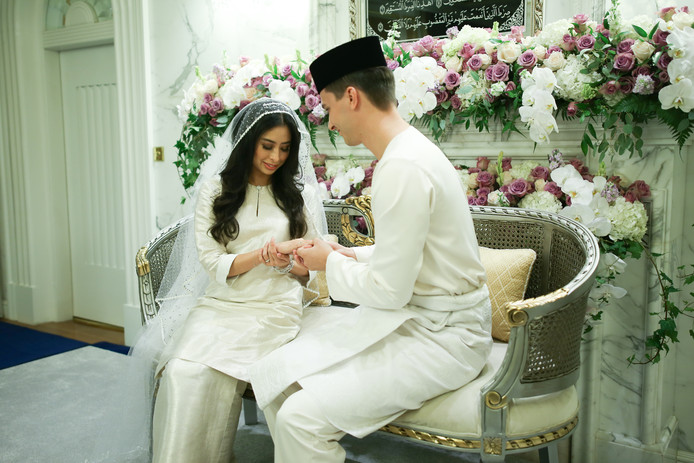 Dennis Verbaas tijdens zijn huwelijk met de Maleisische prinses Tunku Tun Aminah Maimunah Iskandariah.