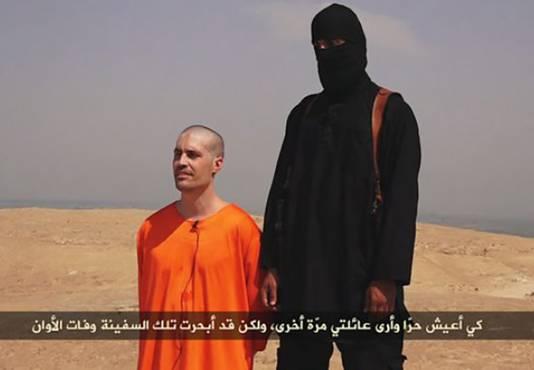 Een screenshot uit de video die IS heeft gepubliceerd van de onthooofding van James Foley