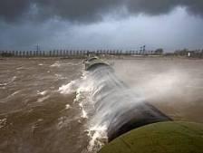 Opnieuw storm: Rijkswaterstaat sluit voor tweede keer deze week stormvloedkering bij Ramspol