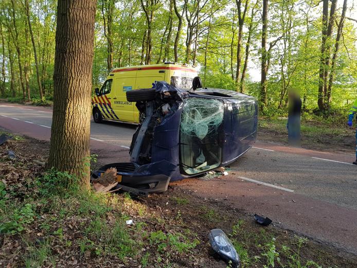De bestuurder van de auto wilde volgens de politie een overstekende vos ontwijken.