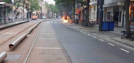 Auto brandt uit op West-Kruiskade