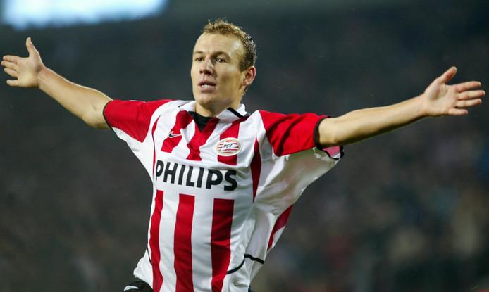 Arjen Robben viert zijn eerst Champions Leaguegoals tegen Auxerre.