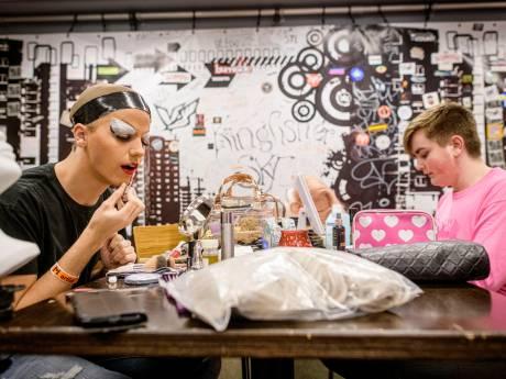 Owen of Jackie? Enschedese visverkoper (18) transformeert 's avonds tot dragqueen