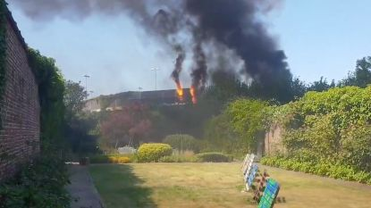 Rookpluim boven Roeselare na brand aan Wallenparking