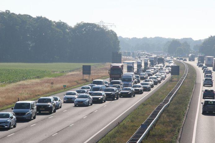 Door de botsingen ontstonden lange files op de A1 tussen Rijssen en Deventer.