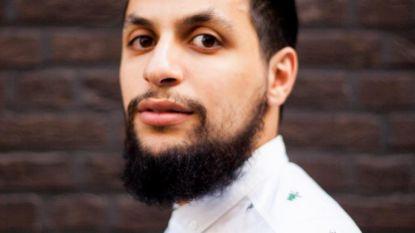 """Mohamed (28) fileert Antwerpen met de glimlach in nieuw boek: """"Toen Patrick Janssens de verkiezingen in 2012 verloor, werd in menig Marokkaanse huiskamer gedanst"""""""