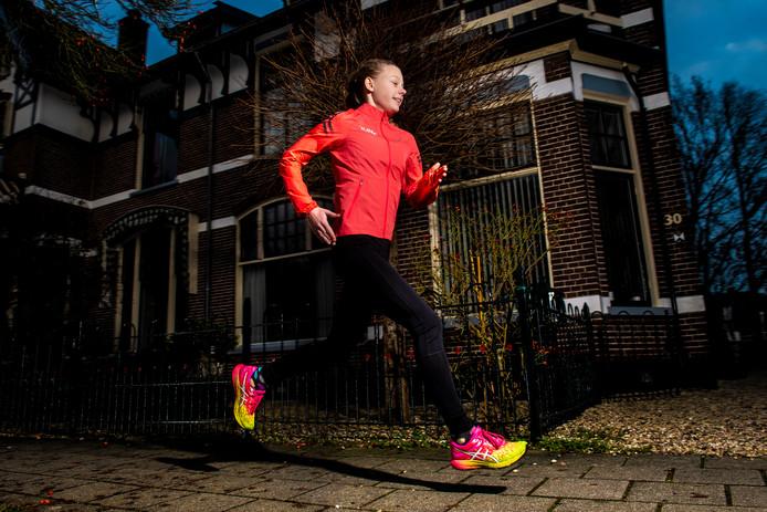 Tess van Randtwijk hoort in haar leeftijdscategorie tot de beste crossers van het land, maar ze wil ook scoren tijdens de Midwinter Marathon.