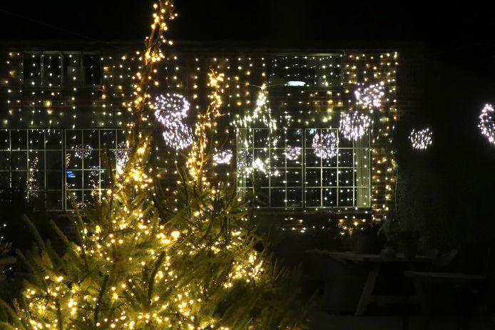 Een reeks handelaars zorgt voor extra kerstsfeer in de Meulebeekse etalages.